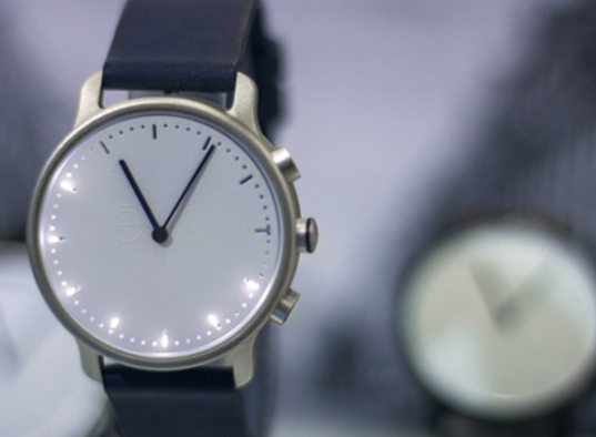 Nevo Minimalist Smartwatch Tracks Activity Notifications